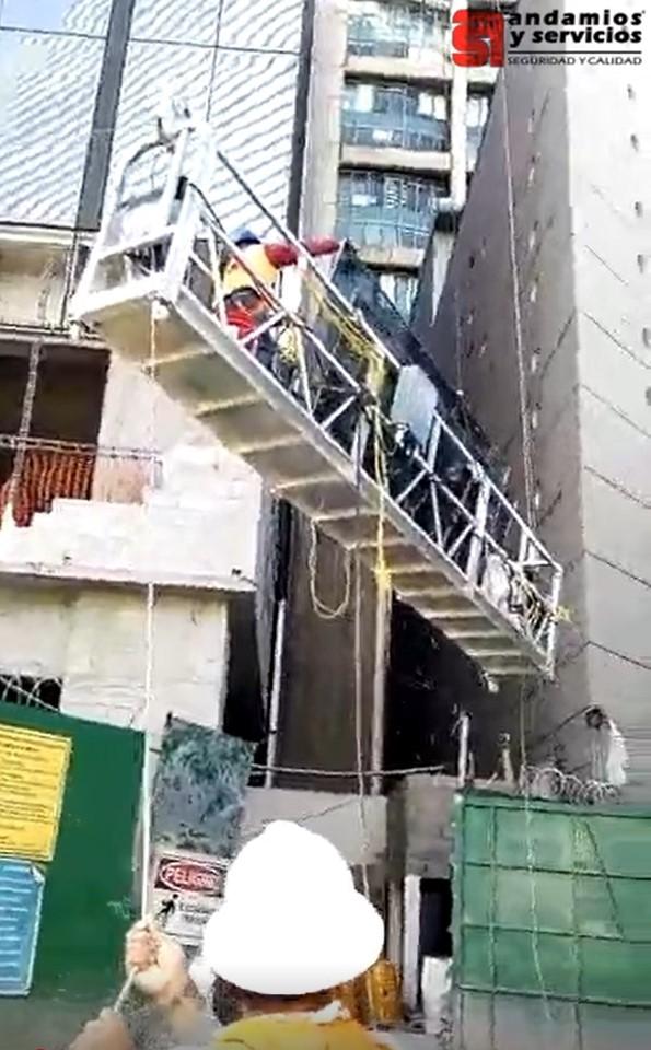 Maniobra de montaje entre dos edificios